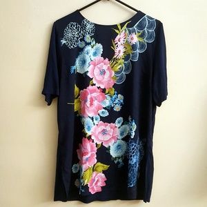 Chicos Navy Blue Floral Top With Side Slits